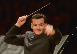 Lionel Bringuier French orchestra conductor